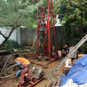 Cara Mengatasi Krisis Air Bersih Dengan Buat Sumur Bor Artesis di Rawa Badak Utara, Jakarta